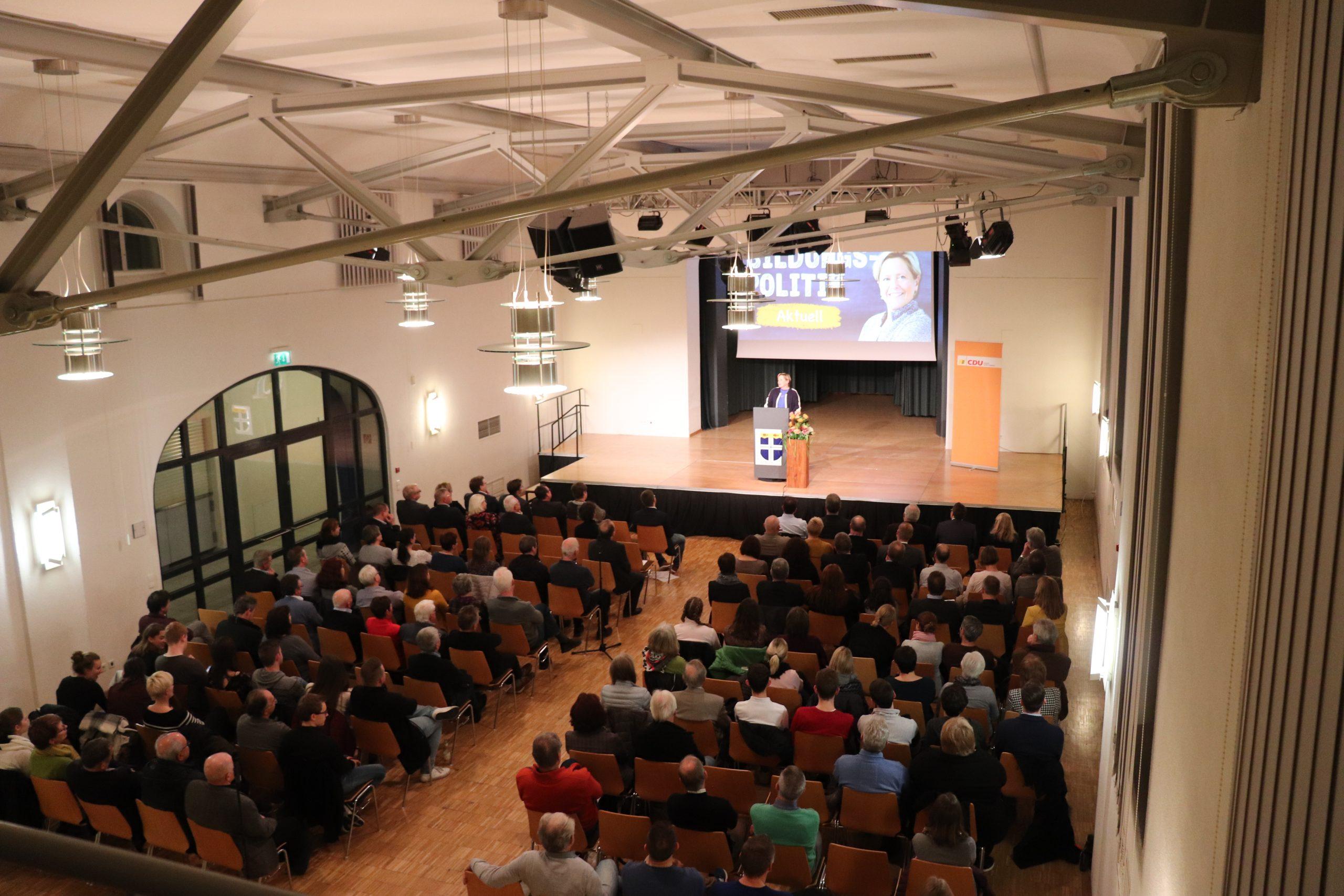 """""""Bildungspolitik Aktuell"""" mit Kultusministerin Dr. Susanne Eisenmann"""